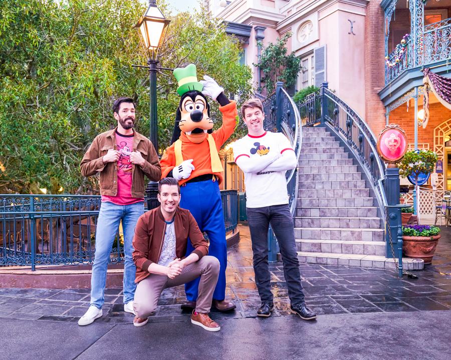 """Property Brothers"" pose with Goofy at Disneyland Park"